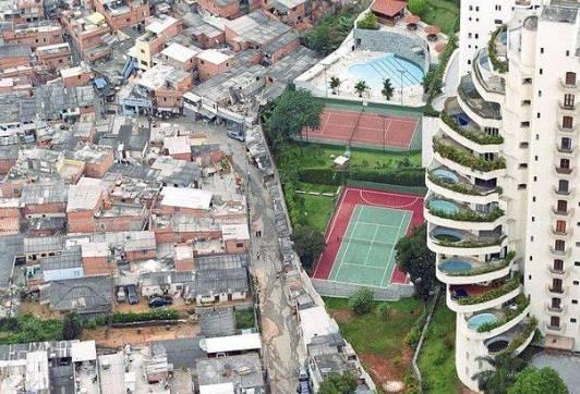 Contrasti: favela e giardini sospesi a Rio de Janeiro