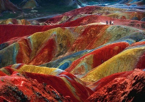 Fenomeno geologico conoscuito come formazione di Danxia a Zhangye, provincia di Gansu in Cina