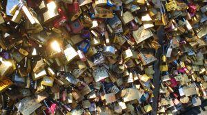 Parigi, lucchetti d'amore